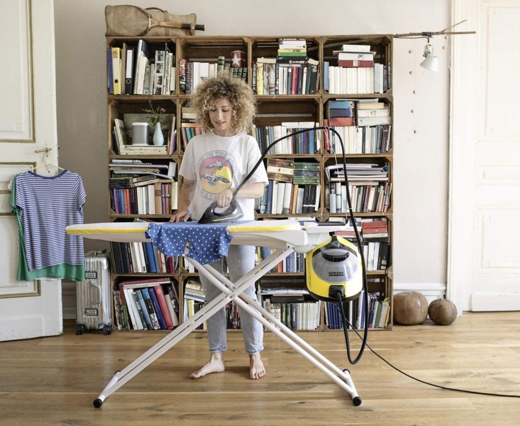 Bügeln mit einem passenden Bügeleisen und Dampfreiniger