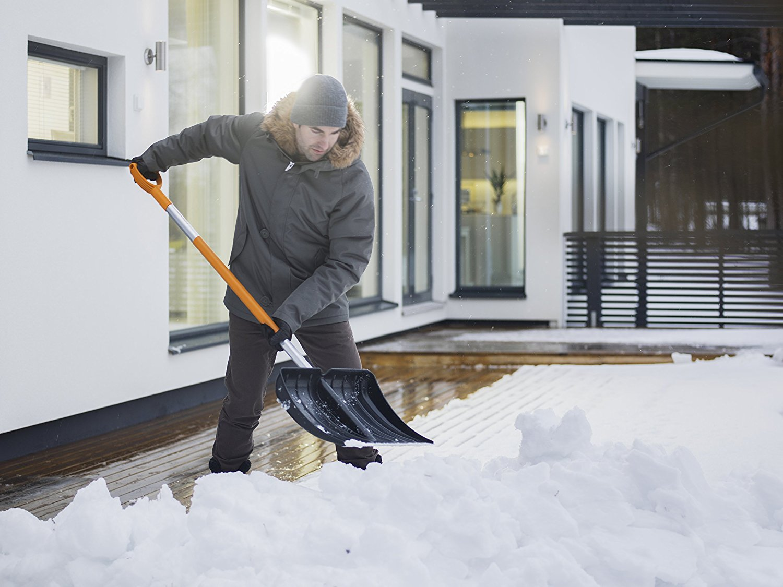 Fiskars SnowXpert Schneeraeumer_3