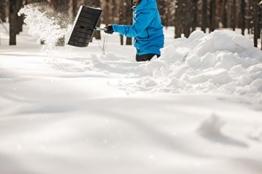 Fiskars Schneeräumer SnowXpert 1003469 zur Schneeberäumung